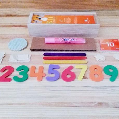 KIT creativo per bambini - KIT è un divertentissimo kit creativo per bambini, un bellissimo portapenne in legno con dentro un'ampia selezione di materiali.