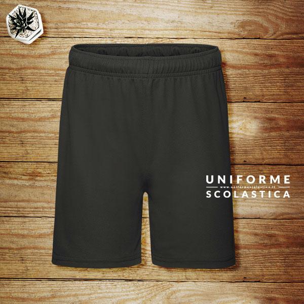 Pantaloncino colore nero - Pantaloncino di colore nero per sport. Pantaloncino traspirante con elastico in vita. Asciuga rapidamente. Composizione 100% poliestere.