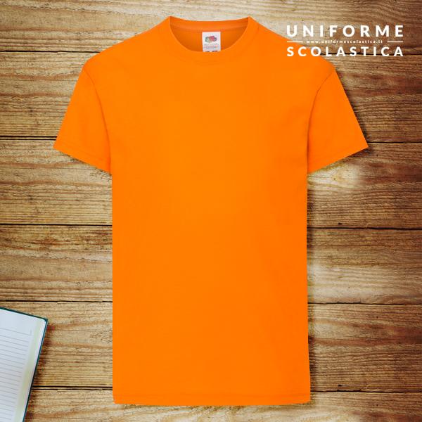 T-shirt unisex arancione - T-shirt unisex arancione. Marca Fruit of the Loom, modello Kids Original T. Lavaggio in lavatrice a 40 gradi. Composizione 100% in cotone filato Belcoro.
